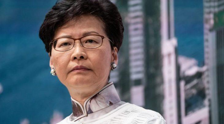 Hong kong: la guarnigione cinese si avvicenda mentre il governatore prepara la Legge Marziale