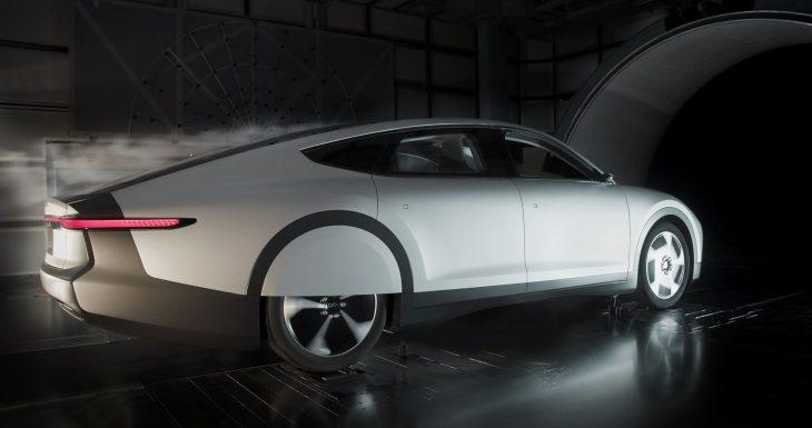 Ecco la macchina elettrica più aerodinamica (ed è pure solare)