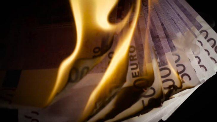 CORNUTI E MAZZIATI: ora dobbiamo pure pagare i tassi negativi al Fondo Salva Stati dopo esserci dissanguati per gli altri!