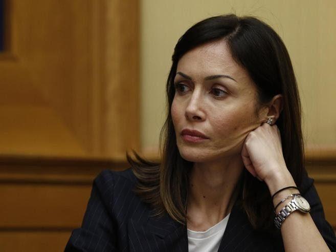 Mara Carfagna sta facendo il doppio gioco. E Berlusconi tace? (di P. Becchi e G. Palma)