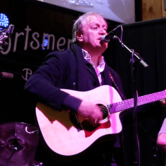 Video:  John Lombardo '74 of 10,000 Maniacs performs