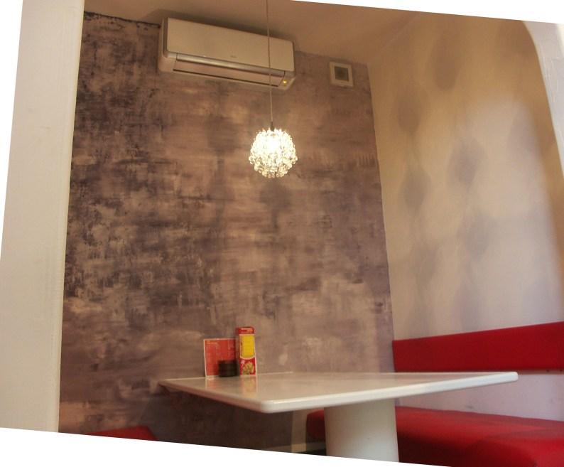 塗り壁でマーブル柄をつけたBOX席