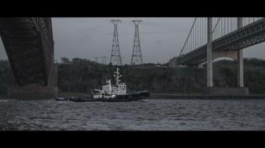 Boat betweem both Quebec's bridge and Pierre-Laporte's bridge