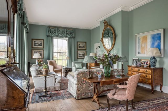 Traditional English Manor House A Fusion Of Old New Scene Therapy