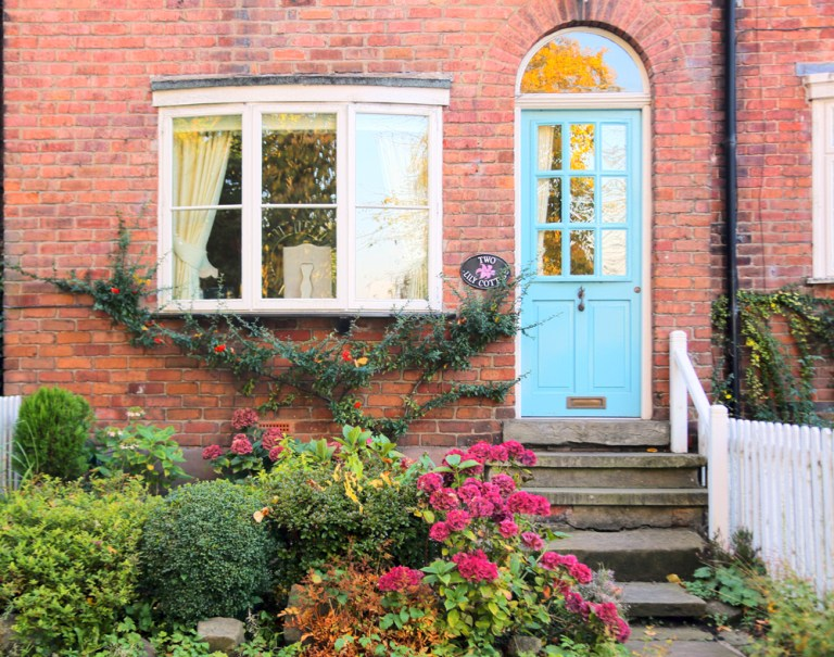 Lilly Cottage Front door - make your house feel like home