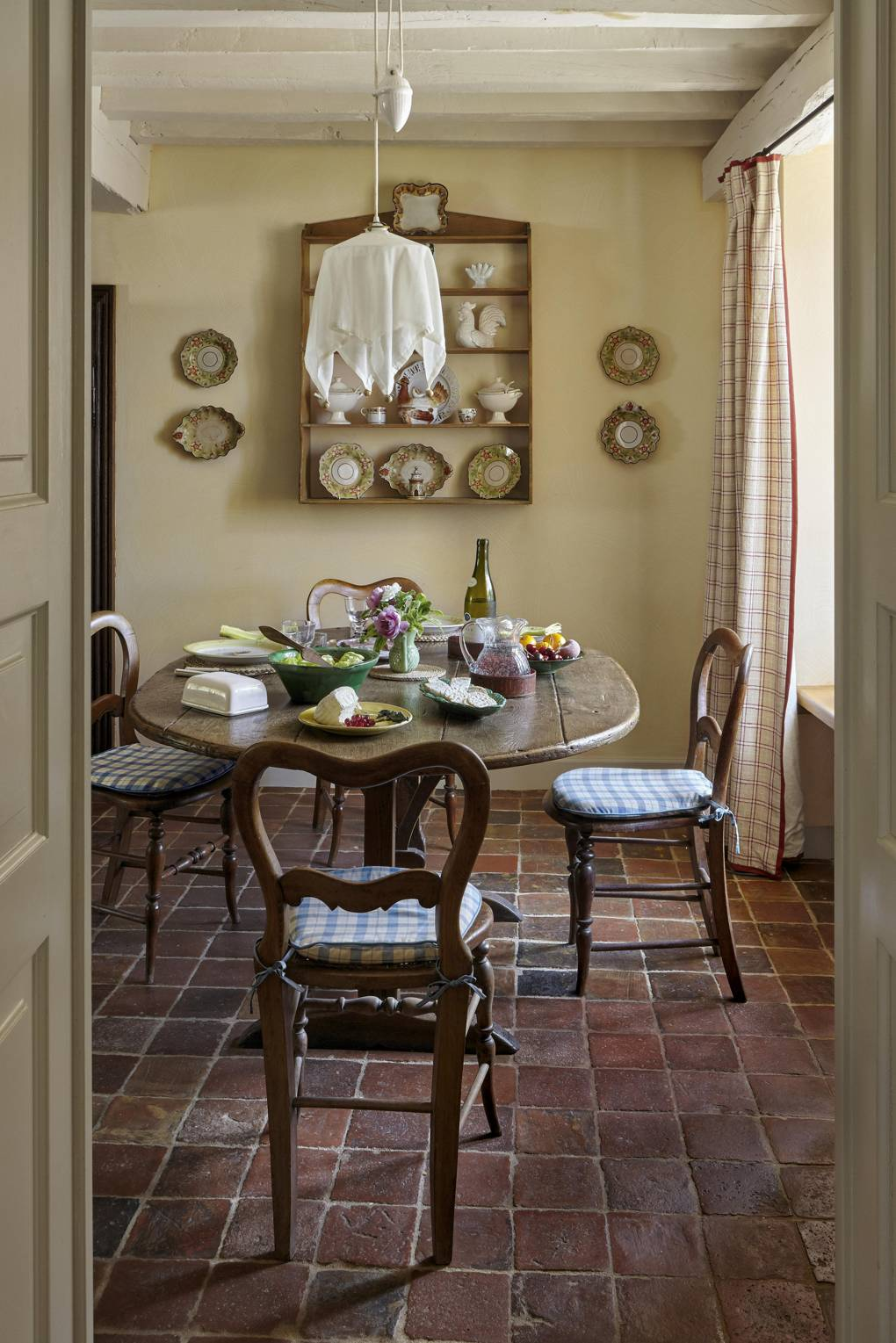 Imogen Taylor S French Country Cottage Kitchen Dining Scene Therapy
