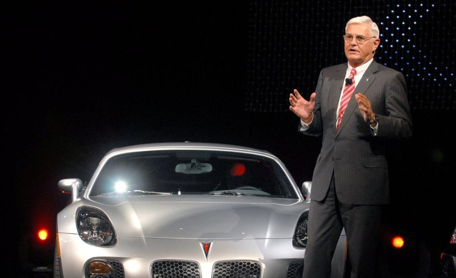 bob-lutz-introduces-the-2009-pontiac-solstice-coupe-at-the-2008-new-york-auto-show-photo-259359-s-1280x782