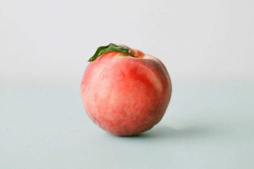photo if a single peach