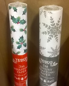 Recyclable and non-recyclable wrapping papers. The one on the left is printed, the one on the right decorated with glitter.