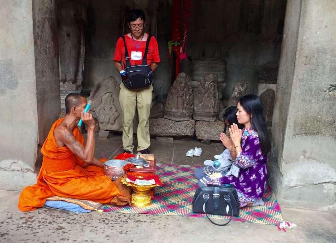 Buddhist monk dispensing blessings.