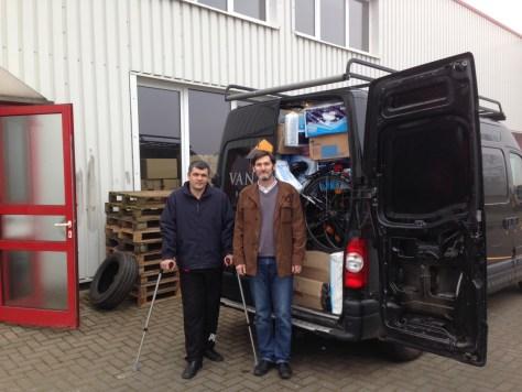 unser Kastenwagen der in der Ukraine bleibt mit Sergeij, mit Gehstöcken, heute abgefahren