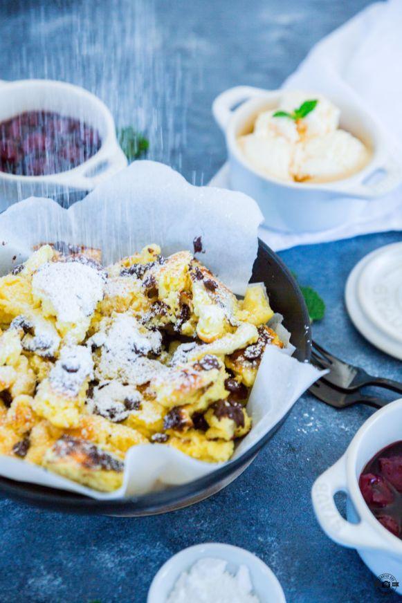 Schoko-Kaiserschmarrn mit Kirschen und Vanilleeis 7