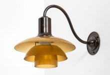 Poul Henningsen wall lamp model PH-2 at Studio Schalling