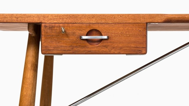 Hans Wegner desk model JH 571 at Studio Schalling