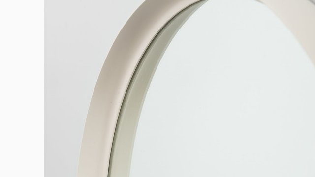 Round mirror in white lacquered at Studio Schalling