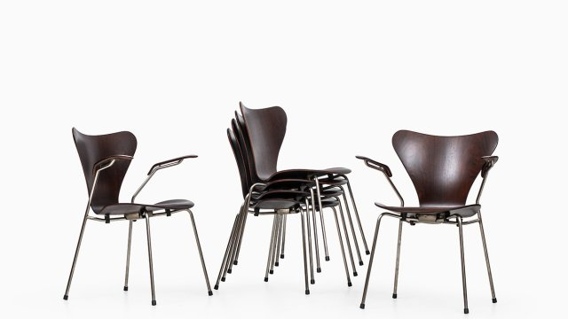 Arne Jacobsen dining chairs model 3107 & 3207 at Studio Schalling