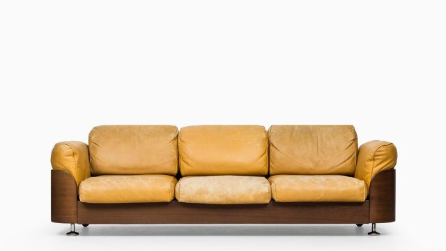 Sofa in teak and leather at Studio Schalling
