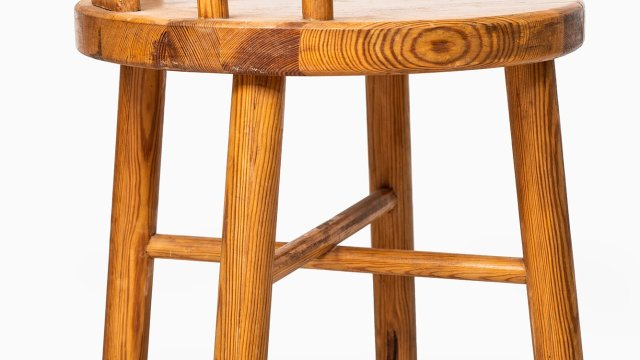 Dining chairs in pine at Studio Schalling