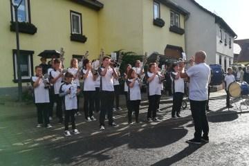 Maibaumsetzen in Ingersleben 2018 1 - Maibaumsetzen und Eisbach Challenge