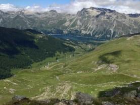 Blick vom Piz Chüern in Richtung Engadin