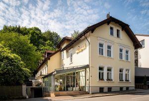 Spitzberg AussenansichtTag 300x204 - Prosit Neujahr in Passau - Jahreswechsel auf der Donau