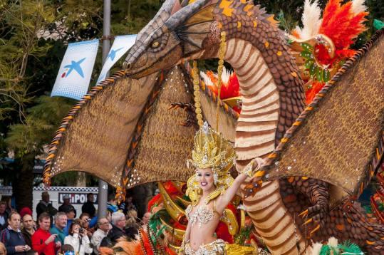 carneval santa cruz shutterstock 253907017 - Karneval auf Teneriffa