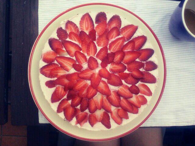 Erdbeer-Eiweiß-Torte