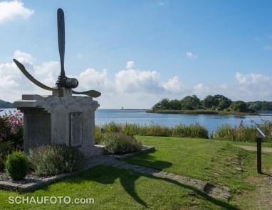 Fliegerdenkmal für 10 Amerikaner, die am Ostersonntag 1944 bei einem Luftkampf über den Gewässern vor Nysted abgeschossen wurden.