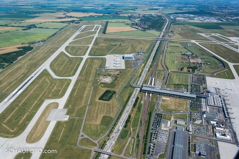 Flughafen Leipzig - Halle im Überflug.