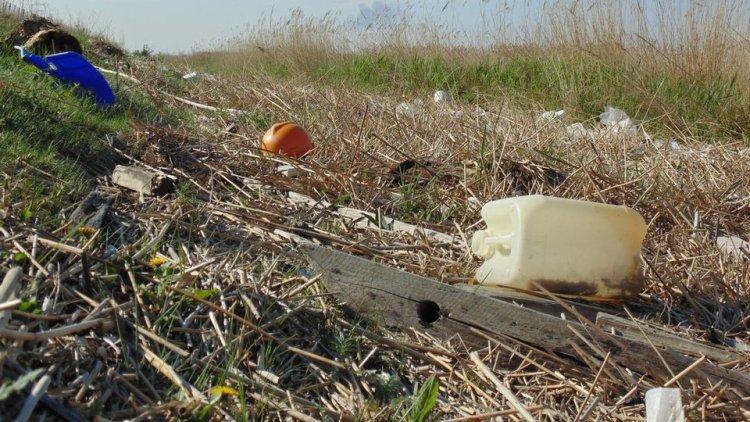 150.000 stuks afval: WUR analyseert grootste hoeveelheid plastic rivierafval tot nu toe