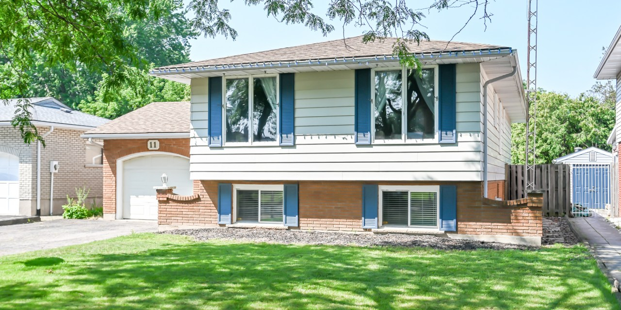 11 WESTGATE PARK Drive, St. Catharines – SOLD