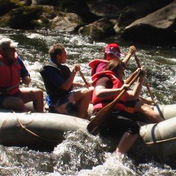 Erlebnisgutschein: Rafting - Schlauchboot Tour mit Brotzeit in Viechtach (Kinder) | meventi Geschenkidee -