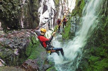 Geschenkgutschein: Rafting & Canyoning-Tour in Kössen -