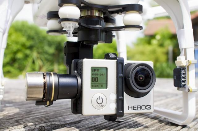 Motorbetriebener Drei-Achsen Gimbal mit GoPro Kamera am Multikopter Foto Schleeh