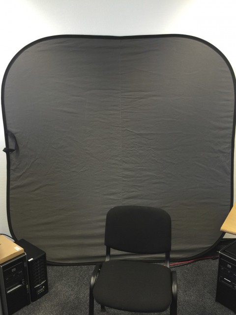Reflektierende Leinwand für Chroma Keying mit dem LED-Ring von Reflecmedia