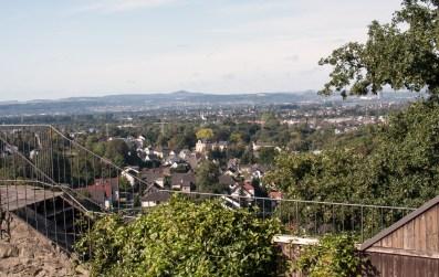 Von-der-Burgruine-Sayn-hinab-ins-Neuwieder-Becken