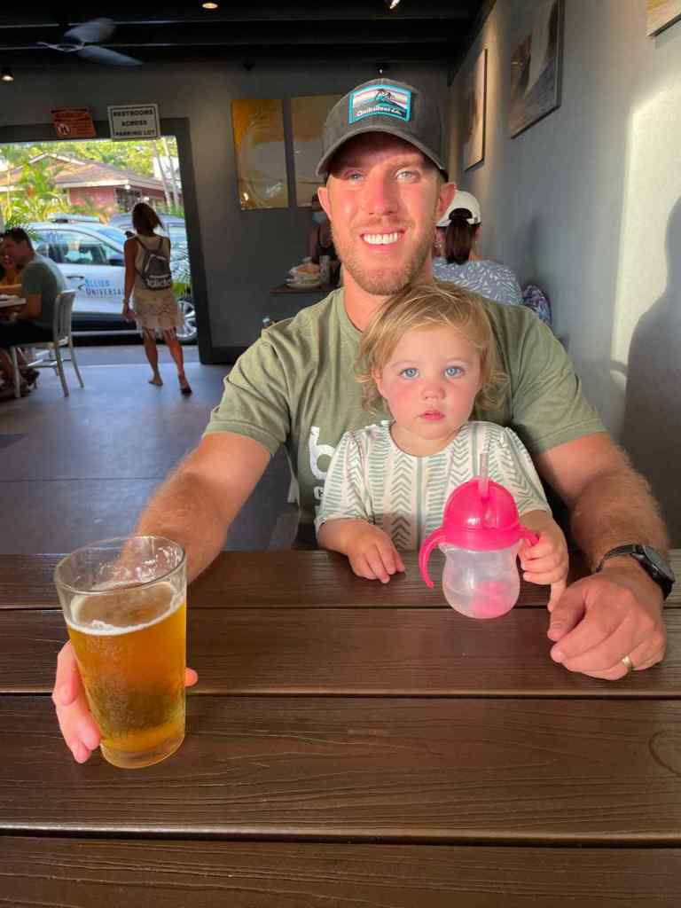 andrew and amelia at paia fish house