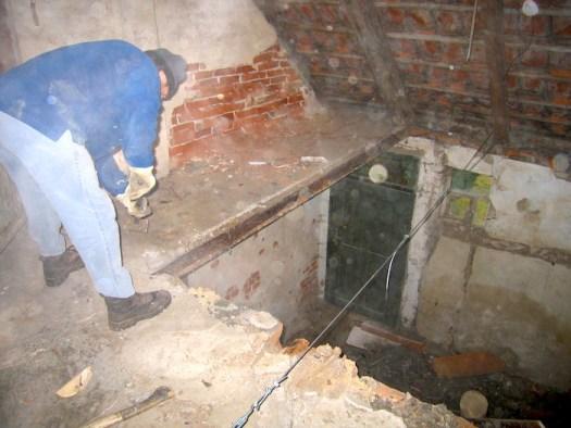 Abriss der alten Zwischendecke wegen Baufälligkeit