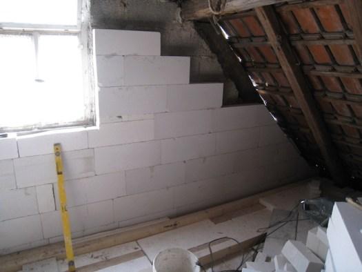 Hochmauern eines Hauses im Haus