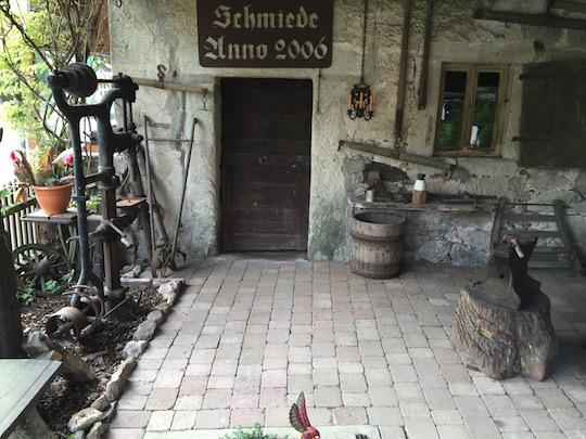 Der Blick auf den Schmiede Eingang
