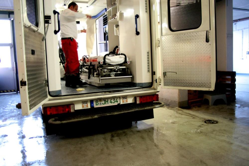 Wenn der Johanniter zweimal klingelt - Die Johanniter-Unfall-Hilfe e.V. (JUH) ist eine unersetzliche Hilfsorganisation (2/4)