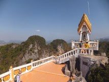 Krabi The Tiger Cave Temple - Viewpoint of the temple - people paying their respect