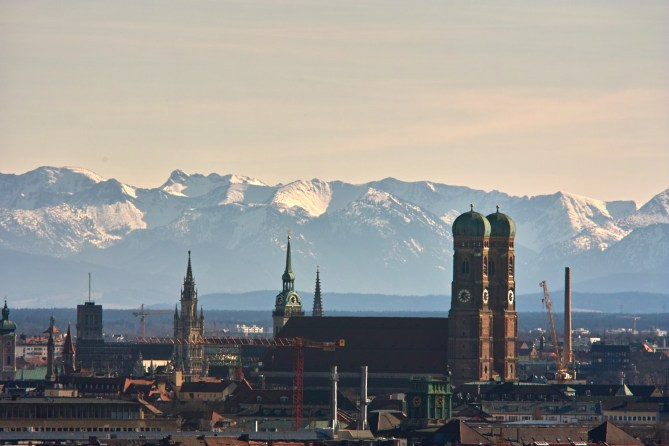 Welche Stadt bietet schon so ein Panorama? Foto: Reinald Kirchner https://creativecommons.org/licenses/by-sa/2.0/