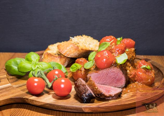 Steak Pizzaiola mit Parmesan Crostini