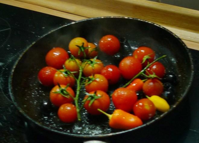 Teigtaschen,Salate,gebratene Tomaten-19.12.14   (18)