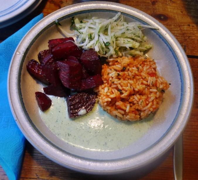 Rote betegemüse,gebratener Reis,Joghurtdip,Kohlrabisalat - 27.3.15   (16)