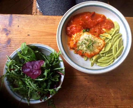 10.2.16 - Kabeljau,Tomatensoße,Salat   (1)
