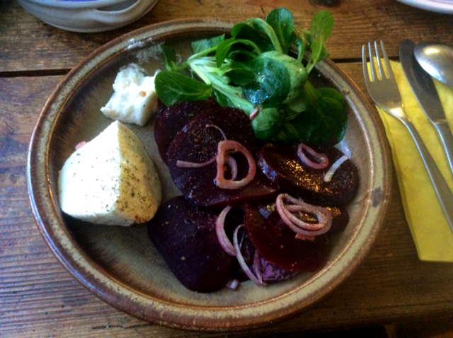 13.2.16 - Grünkernsuppe,Rote Bete,Büffelmozerella,Feldsalat,vegetarisch (1)