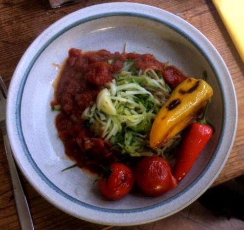 15.2.16 - Zucchinispaghetti,Reisnudeln,Tomatensoße,Bratgemüse (19a)