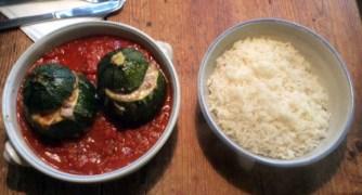 10.3.16 - gefüllte Zucchini,Tomatensoße,Reis,Salat (13)